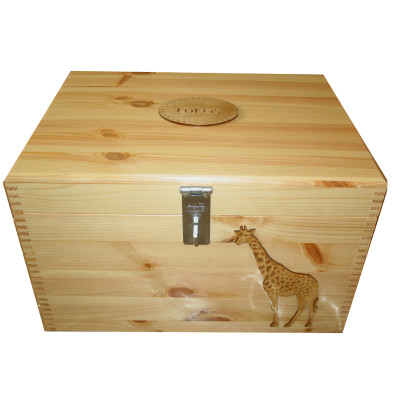 Read Wood Pine Storage Box with Giraffe